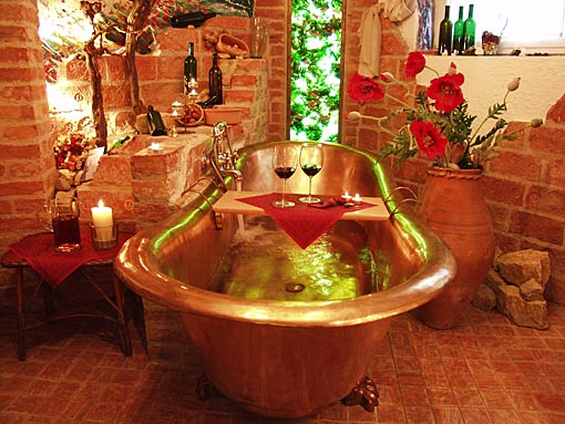 Romantisches Weinbad in der Kupferkaiserwanne