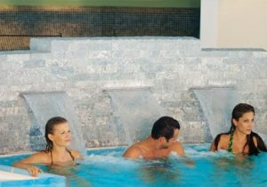 Pools des Thermenhotels Paierl in Bad Waltersdorf